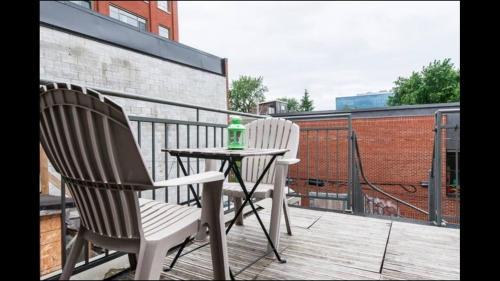 Two-Bedroom Apartment with Terrace - Mont Royal Photo