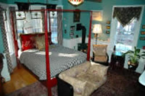 Red Elephant Inn Bed and Breakfast Photo