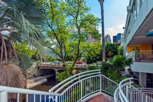 El Tropicano Riverwalk Photo