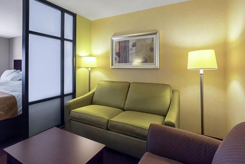 Comfort Suites Manhattan Photo