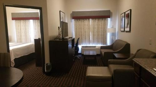 Best Western Plus Stevens County Inn Photo