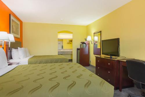 Quality Inn Carthage Photo