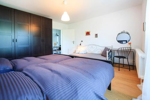 http://www.booking.com/hotel/hr/place-like-home-apartment.html?aid=1728672
