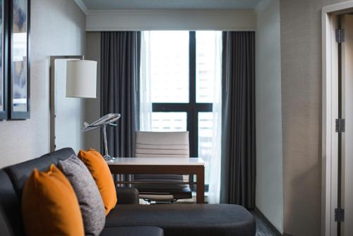 Chicago Marriott Suites O'Hare Photo