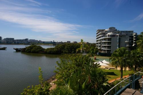 Homebush Bay Self-Contained Modern Two-Bedroom Apartment (122 BEN), Уэст Райд