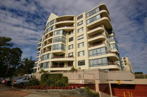 North Ryde Fully Self Contained Modern Two Bedroom Apartment 48 Font, Райд