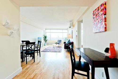 New, Modern 1BR near T in Brookline Photo