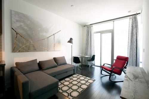 Luxurious Waterfront Condo in Downtown Toronto Photo
