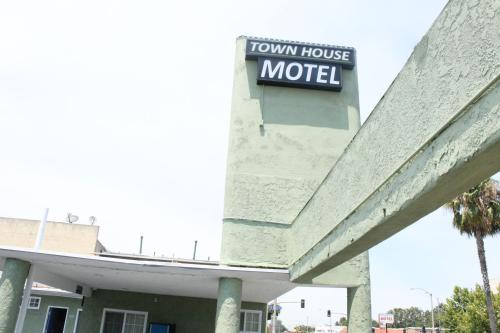 Town House Motel Photo