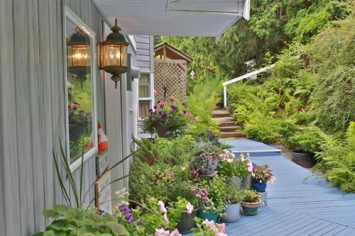 Beach House Salt Spring Photo