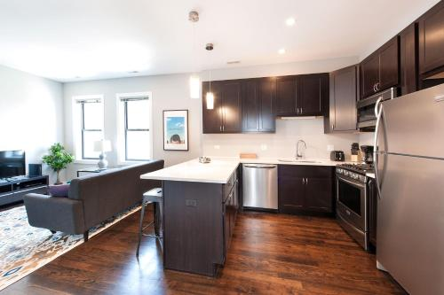 Three-Bedroom on N Damen Avenue Apt 3E Photo