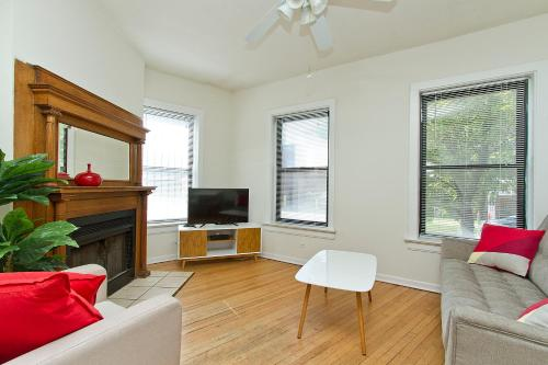 Four-Bedroom Near Wrigley Field 1E