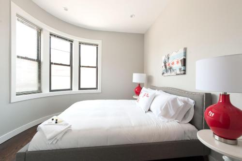 Three-Bedrooms in Bucktown 2E Photo