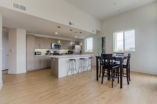 Runway Apartment A413 - Los Angeles, CA 90094
