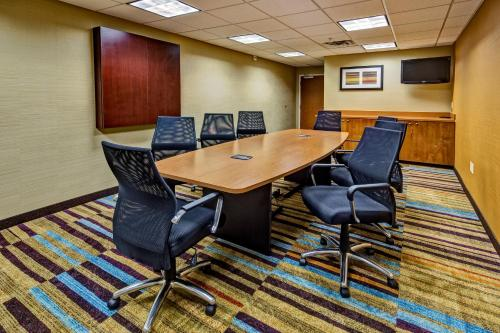 Fairfield Inn & Suites by Marriott Oklahoma City NW Expressway/Warr Acres Photo