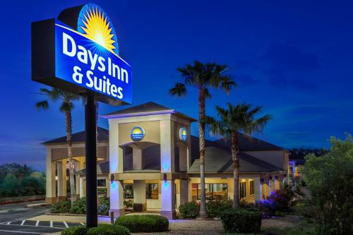 Days Inn and Suites Huntsville Photo