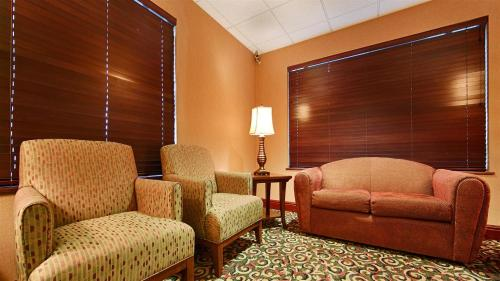 Best Western PLUS Cascade Inn & Suites Photo