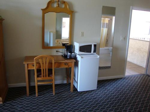 Americas Best Value Inn & Suites Half Moon Bay Photo