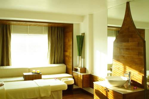 DusitD2 Chiang Mai Hotel, Chiang Mai, Thailand, picture 21