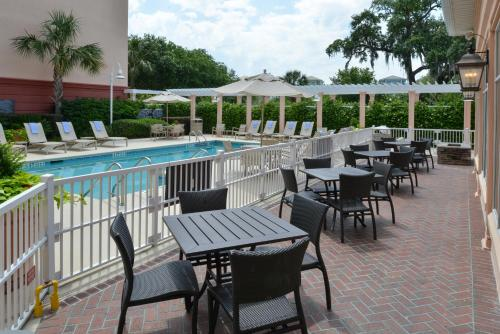 Residence Inn Charleston Downtown/Riverview Photo