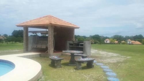 Villas Loo at Decameron Photo