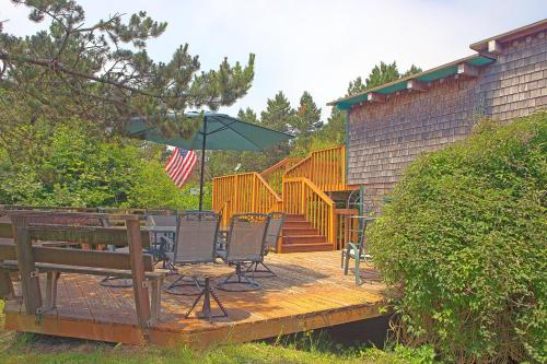 The Dragonfly Cabin - Grayland, WA 98547