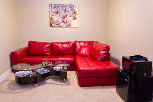 Lakeview 3 Bedroom 4 Bed Basement with Pool Table and Home Theatre Room Photo