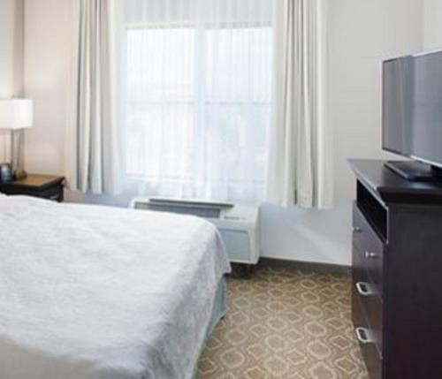 Homewood Suites- Lancaster- California Photo
