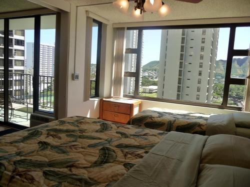 Waikiki Banyan Unit #1503-1 Photo