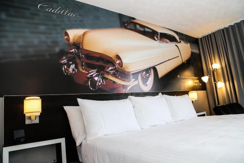 Cadillac Motel Niagara Photo