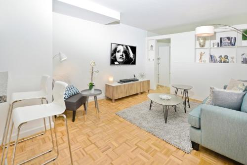 Luxurious Superior Two Bedroom Apartment wih Gym, Doorman, Lincoln Center Photo