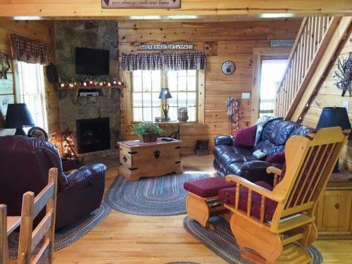 Raz-Berry Hill Cabin Photo