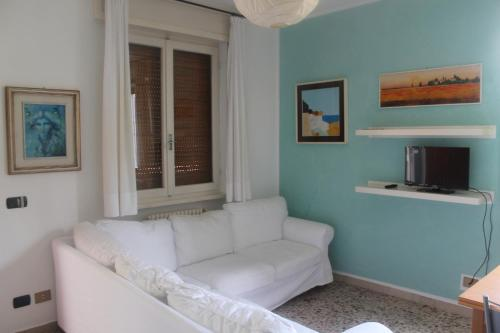 1 AND ONE ..... TWO FAMILY APARTMENTS FOR THE PRICE OF ONE VIALE MICHELANGELO 78 Desenzano del Garda