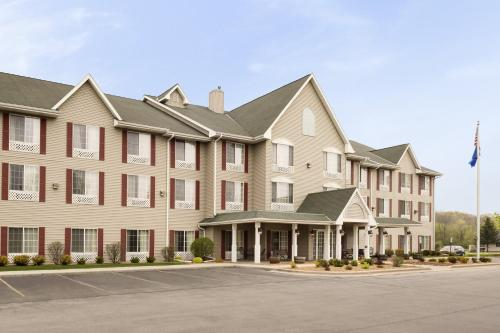 Country Inn & Suites by Radisson, West Bend, WI Photo