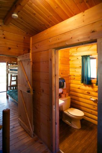 Fremont Jellystone Park Cottage 24 Photo