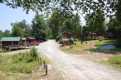 Forest Lake Camping Resort Cabin 17 Photo