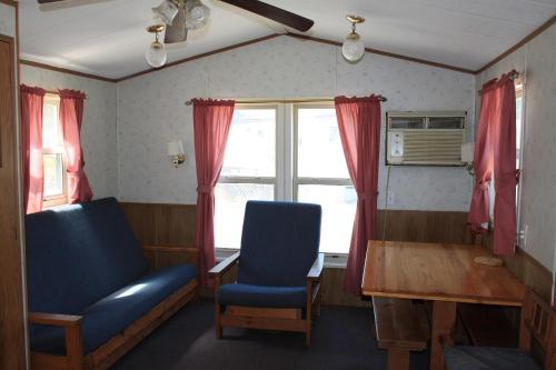 Circle M Camping Resort Two-Bedroom Park Model 33 Photo