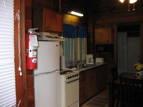 Forest Lake Camping Resort Cabin 16 Photo