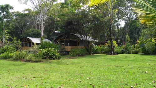 Lirio Lodge Photo