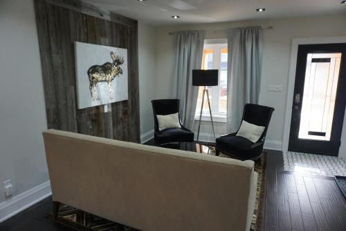 Leslieville Luxe House Photo