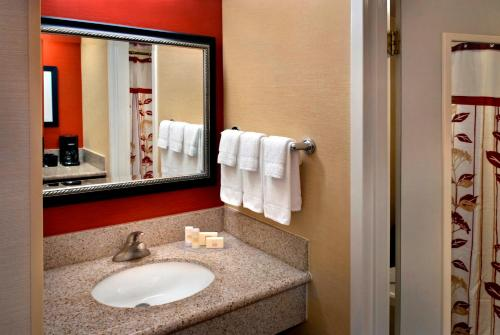 Courtyard by Marriott Fishkill Photo