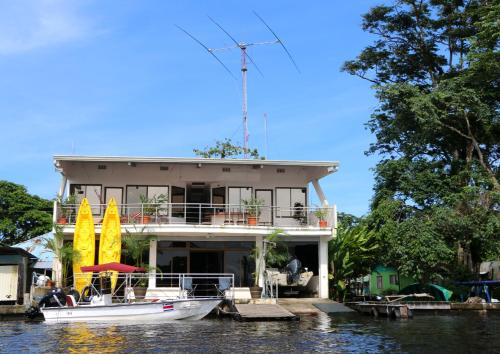 Tortuguero Adventures GuestHouse Photo
