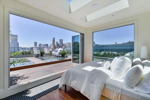 Unparalleled Luxury Furnished Showcase Residence Photo