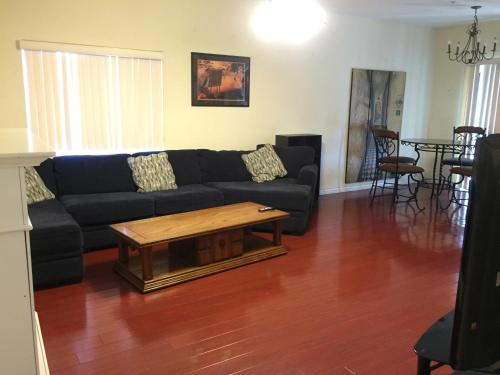 Economy Two Bedroom Townhomes - Vanowen 6 - Van Nuys, CA 91405