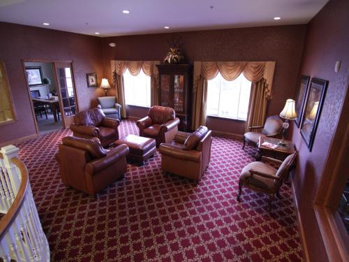 Town & Country Inn And Suites - Quincy, IL 62305