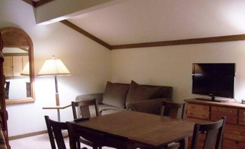 Lakeview Condo 435 10 Photo