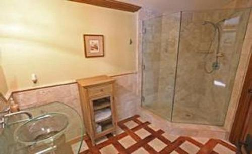 Lakeview Condo 527 36 Photo