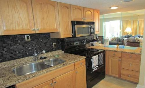 Queensway Condo 9840 1720 Photo