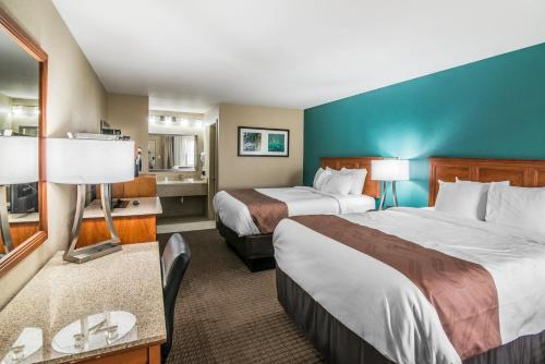 Quality Inn & Suites Alamogordo Photo