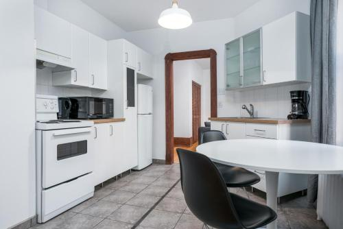 One-Bedroom on Boulevard Saint-Joseph Est Apt 7 Photo